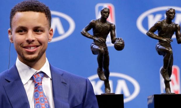 Steph Curry back to back MVP. (AP Photo/Marcio Jose Sanchez) ORG XMIT: OAS118